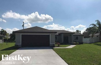 1013 SW 11Th Place 4 Beds House for Rent Photo Gallery 1