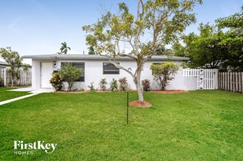 1061 Sw 31 St 3 Beds House for Rent Photo Gallery 1