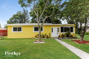 1142 NW 15 ST 3 Beds House for Rent Photo Gallery 1