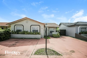1151 SW 138 Ct 3 Beds House for Rent Photo Gallery 1
