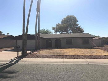 12401 N 47Th Dr 3 Beds House for Rent Photo Gallery 1
