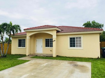 13191 SW 266 Terrace 4 Beds House for Rent Photo Gallery 1