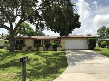 1320 SE 44 St 3 Beds House for Rent Photo Gallery 1