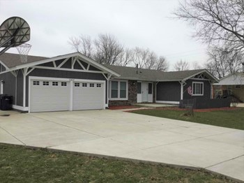 13819 Elm St 4 Beds House for Rent Photo Gallery 1