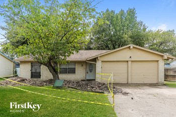 14832 Green Valley Dr 3 Beds House for Rent Photo Gallery 1