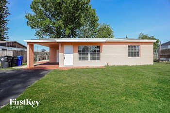 1520 SW 68Th Way 2 Beds House for Rent Photo Gallery 1