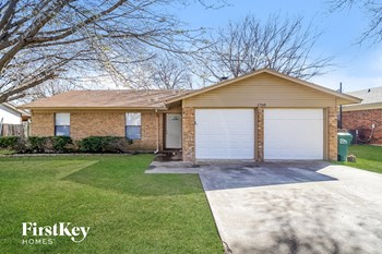 1708 White Oak Court 3 Beds House for Rent Photo Gallery 1