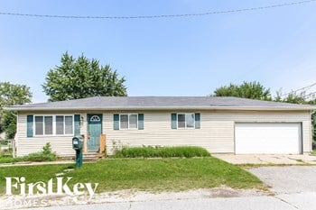 1750 E Atlantic Street 3 Beds House for Rent Photo Gallery 1