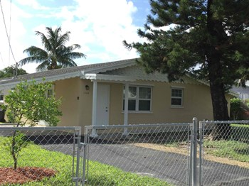 1940 SW 65 Ter 3 Beds House for Rent Photo Gallery 1