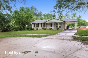 1960 Courtyard Place 3 Beds House for Rent Photo Gallery 1