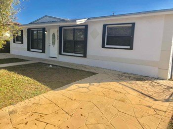 2150 NW 28Th Ave 4 Beds House for Rent Photo Gallery 1