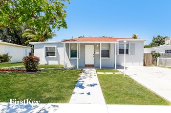 2459 Funston St 3 Beds House for Rent Photo Gallery 1