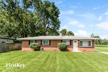 2840 W Epler Avenue 3 Beds House for Rent Photo Gallery 1