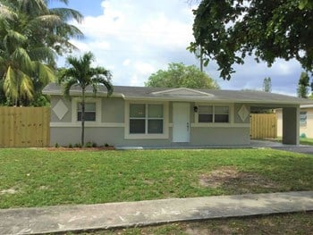 3520 NW 8Th St 3 Beds House for Rent Photo Gallery 1
