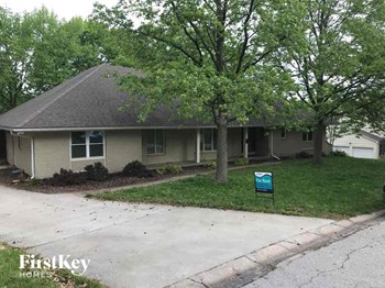 3600 S Cottage Avenue 5 Beds House for Rent Photo Gallery 1