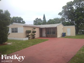 3740 NW 4Th Pl 3 Beds House for Rent Photo Gallery 1
