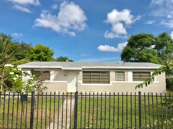 3751 NW 170 Street 5 Beds House for Rent Photo Gallery 1