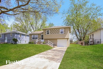4135 N Jackson Ave 3 Beds House for Rent Photo Gallery 1