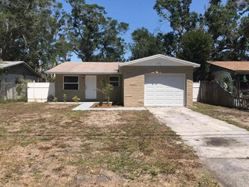 4261 44Th Avenue North 4 Beds House for Rent Photo Gallery 1