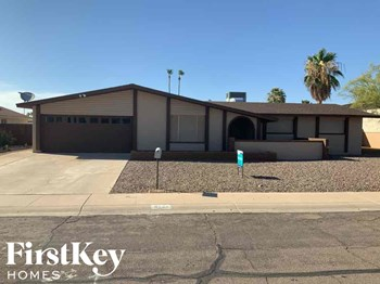 4548 W Paradise Dr 4 Beds House for Rent Photo Gallery 1