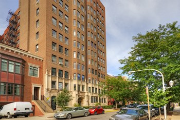 535 W Cornelia Ave & 534 W Stratford Pl Studio-4 Beds Apartment for Rent Photo Gallery 1
