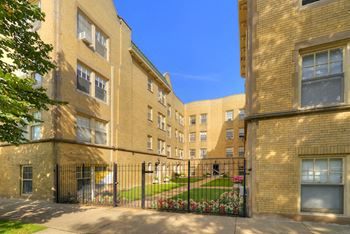 4500-06 N Ashland Ave & 1606-14 W Sunnyside Ave Studio-1 Bed Apartment for Rent Photo Gallery 1