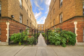2617-25 W Gunnison St & 4825-33 N Talman Ave Studio-1 Bed Apartment for Rent Photo Gallery 1