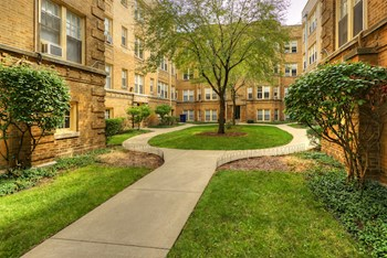 529-41 W Wellington Ave Studio-2 Beds Apartment for Rent Photo Gallery 1