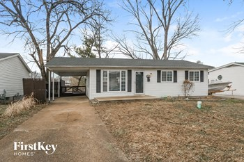 5323 Ville Cecelia 4 Beds House for Rent Photo Gallery 1