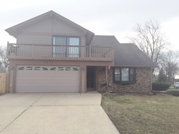 5879 Beverly Cir East 4 Beds House for Rent Photo Gallery 1