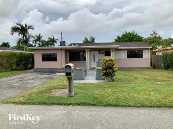6227 SW 20Th St 3 Beds House for Rent Photo Gallery 1