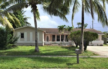 6840 NW 6 Ct 3 Beds House for Rent Photo Gallery 1