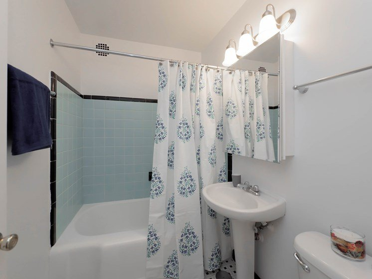 Clarendon Shores - Bathroom