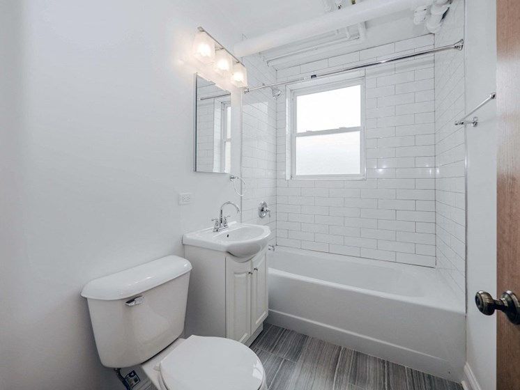 Rockwell Manor - Bathroom Photo