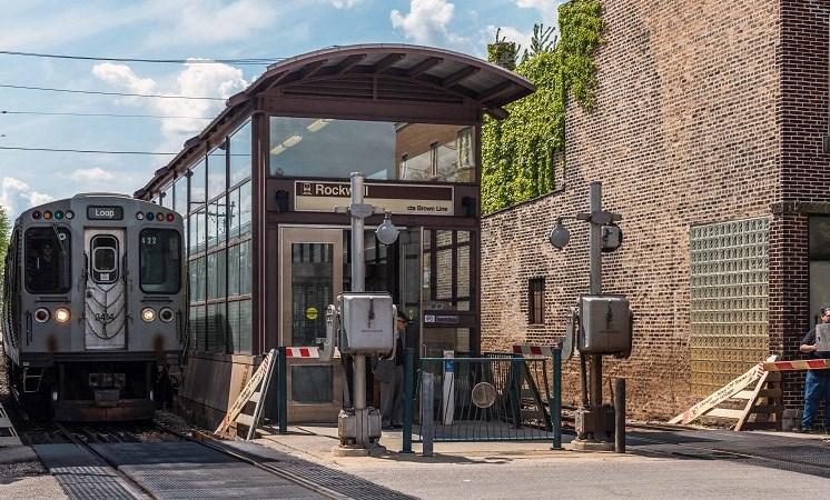 Rockwell Manor - Near Brown Line Train