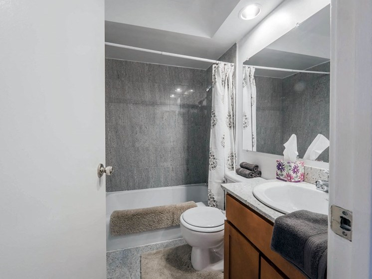 Sheridan Shores - Bathroom