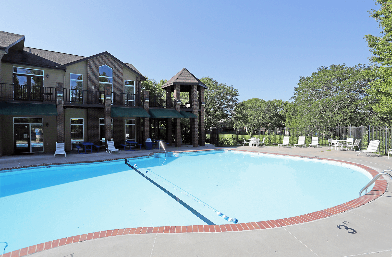 swimming pool Country Estates Townhomes