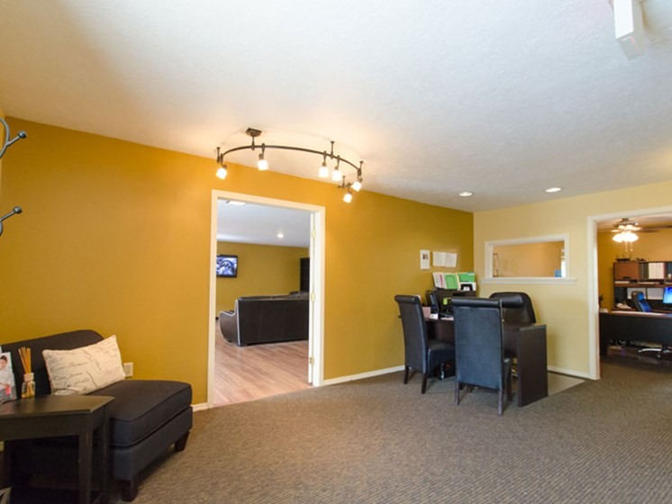 Leasing office Heritage Knoll Apartments in Kettering, OH