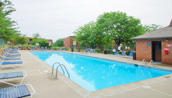 Pool at Walnut Creek Apartments in Florence, KY