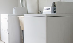 Laundry Facilities at Apartments in Warren
