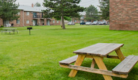 Apartments in Warren with a picnic area