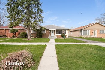 8840 Sproat Ave 3 Beds House for Rent Photo Gallery 1