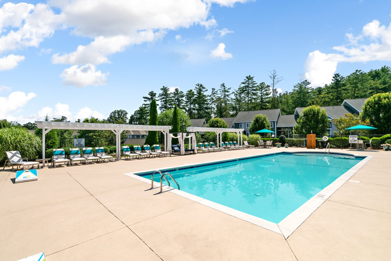 Resort-Style Sparkling Swimming Pool at Hawthorne at the Peak