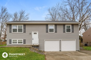 19300 E 5Th Terrace Ct N 3 Beds House for Rent Photo Gallery 1
