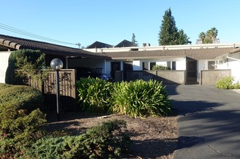 3329 Claremont Ct 1-3 Beds Apartment for Rent Photo Gallery 1