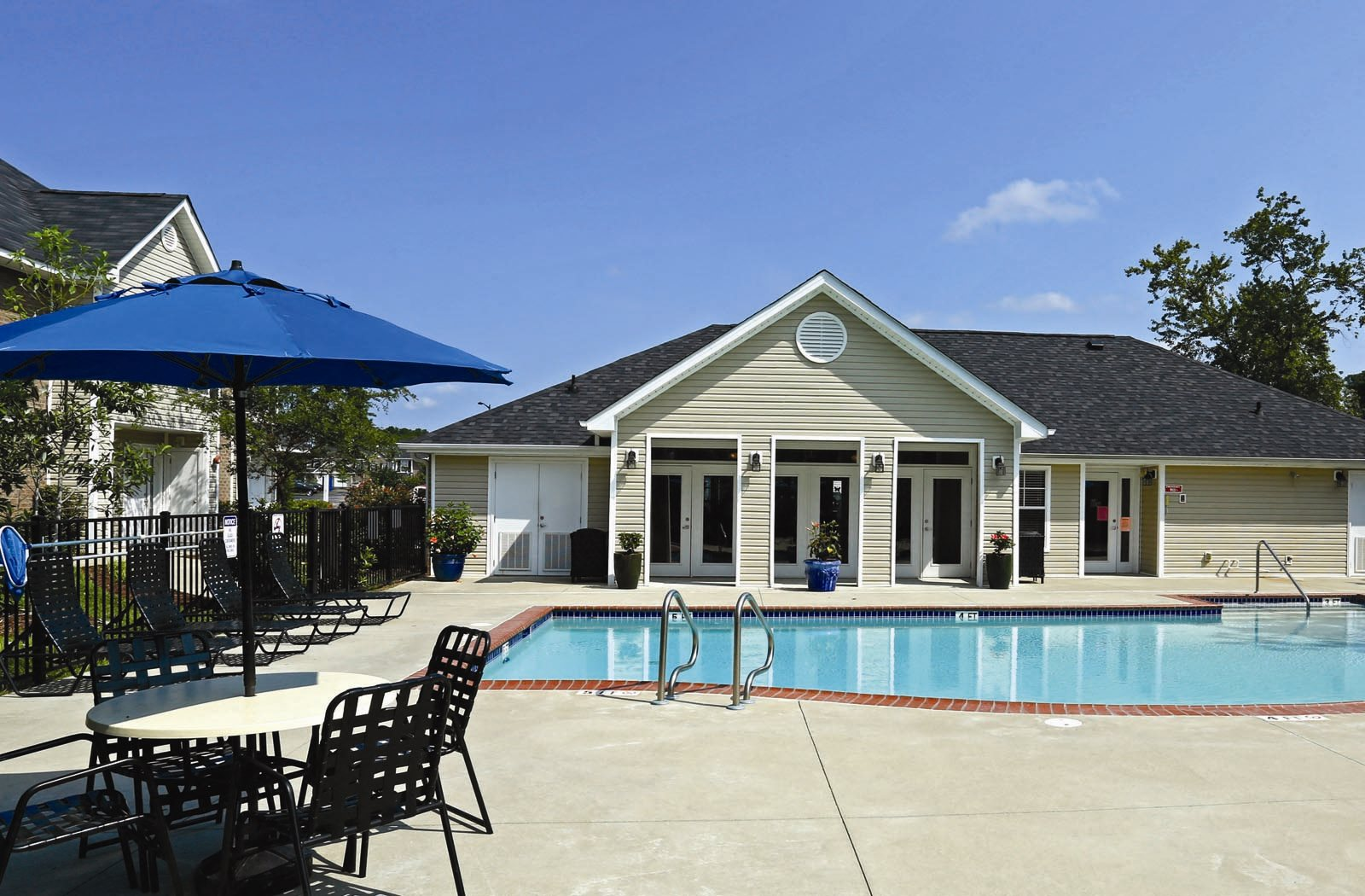 Longhill Pointe Apartments and Townhomes | Apartments in