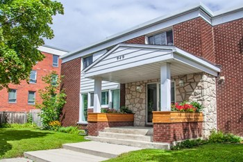 949 North River Road 3-4 Beds Apartment for Rent Photo Gallery 1