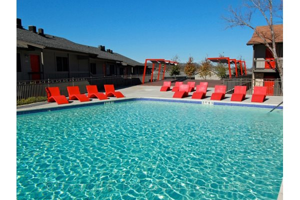 pool_riverside_apartments_austin