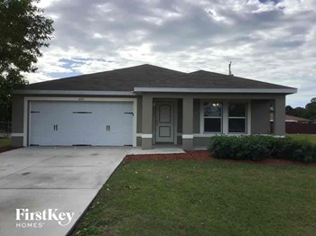 622 SW 4Th Street 4 Beds House for Rent Photo Gallery 1