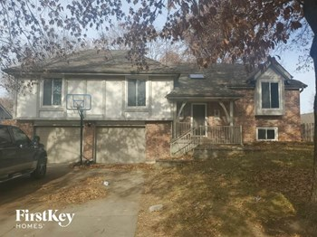 2300 NE 73Rd Terrace 4 Beds House for Rent Photo Gallery 1